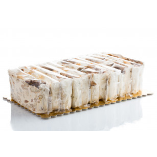 Soft torrone cake with figs 2,2 kg